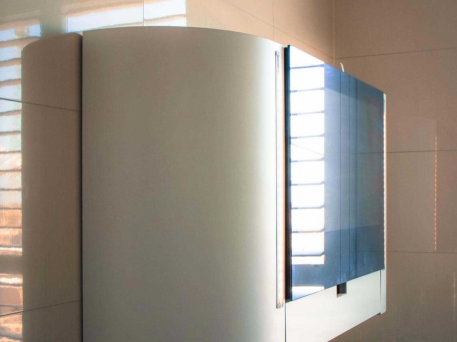 Badkamerkast met TV in spiegel
