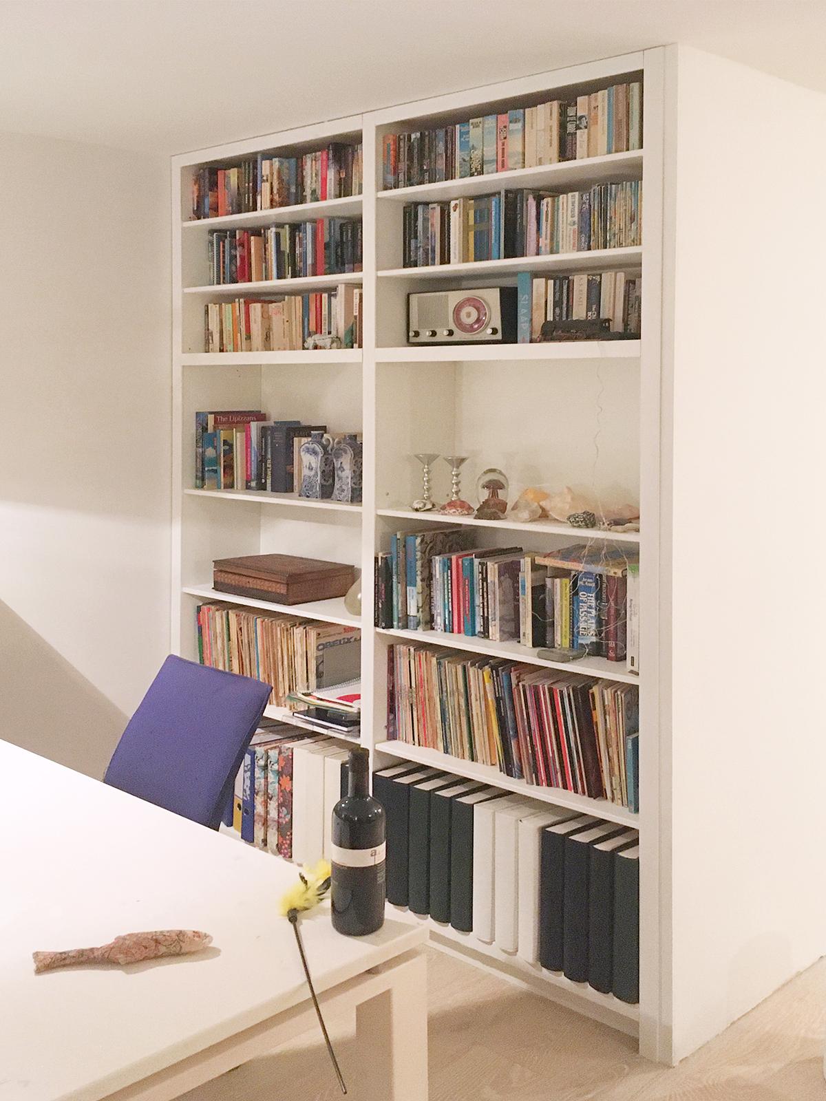 Entree en boekenkast ineen