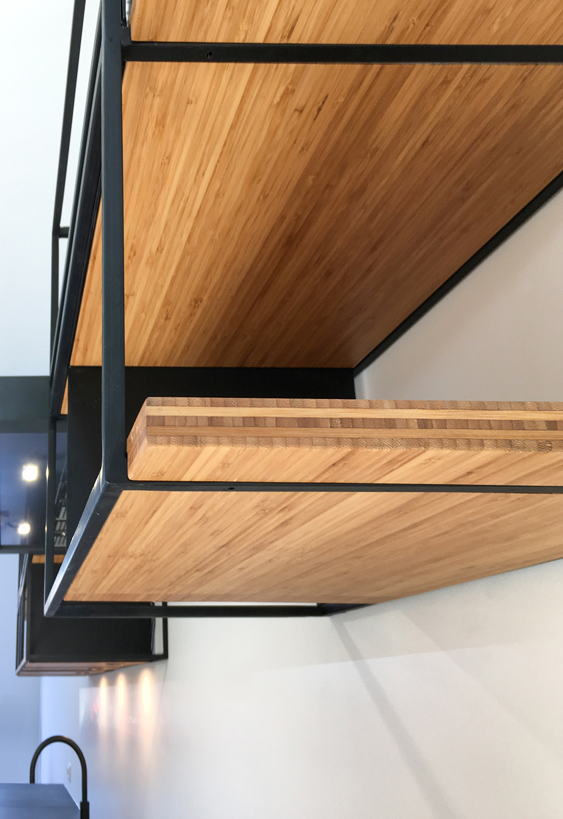 Keuken van bamboe en staal