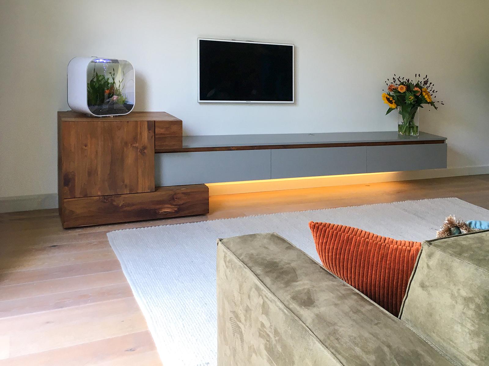 TV meubel van teak en MDF
