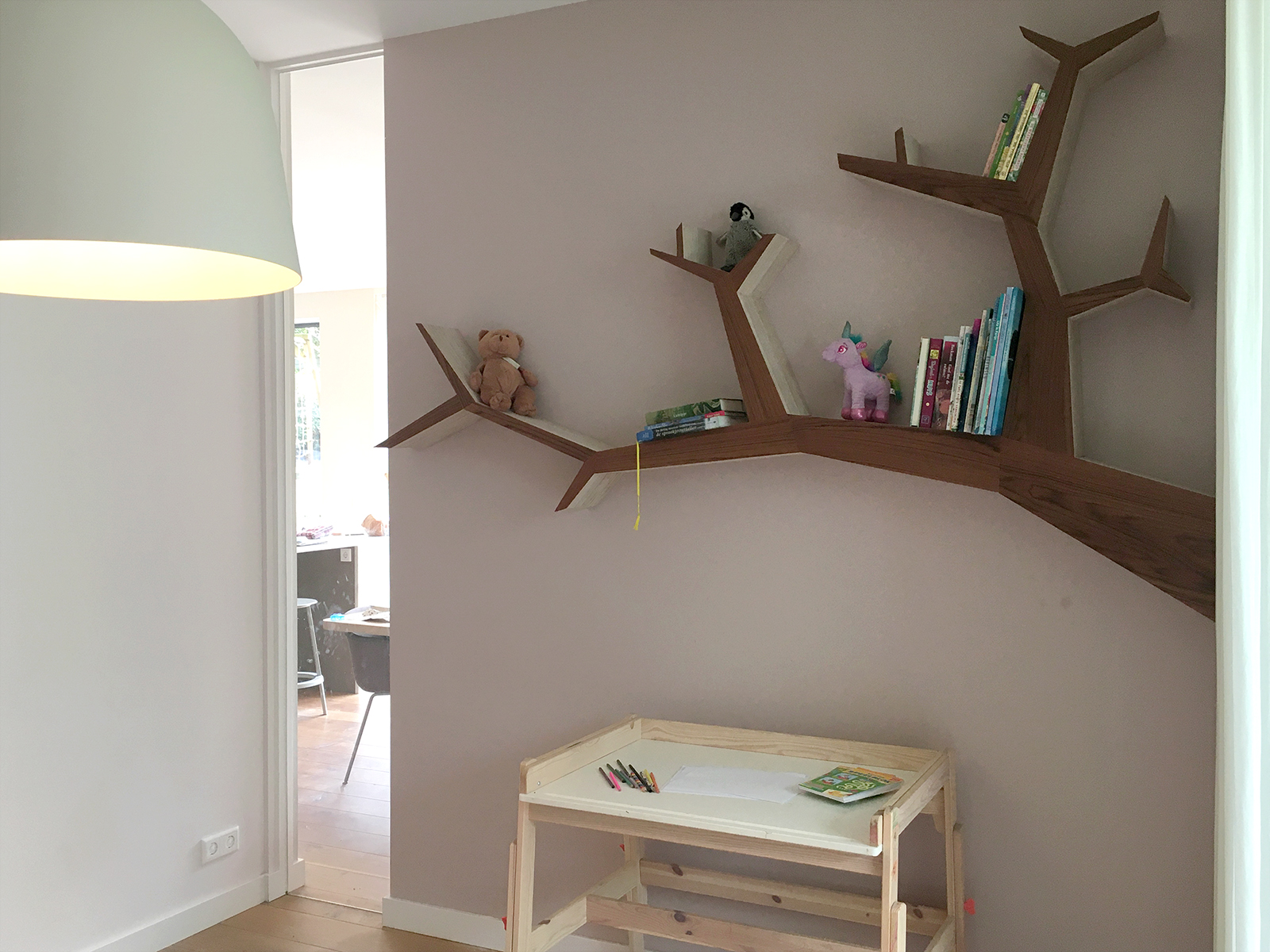 Boomtak boekenplank met iroko fineer